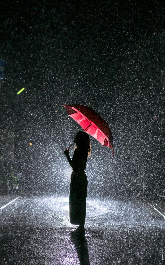 ストロボ 雨